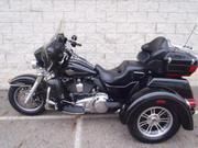 2011 - Harley-Davidson FLHTCUT TriGlide Black
